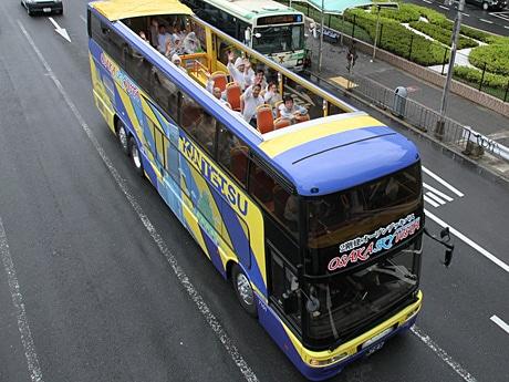 運行開始した2階建てオープンデッキバス