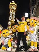 通天閣が阪神タイガースとコラボ-イエローにライトアップ