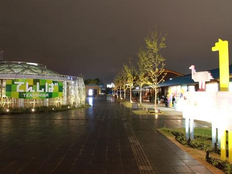 夜の天王寺公園エントランスエリア「てんしば」