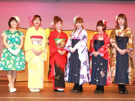 (左から)青木美香子さん、小島さちさん、吉野悦世さん、あさひめ