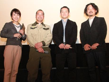 トークショーに登壇した(左から)鈴木さん、西村さん、人見監督、増田さん