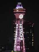 通天閣に一足早い桜 ピンク色にライトアップ