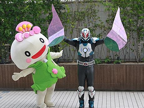 「あべのん」(左)と「地球戦士ゼロス」