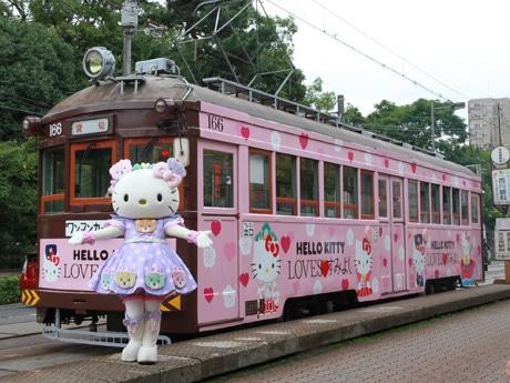 阪堺電車の「ハローキティ」ラッピング車両