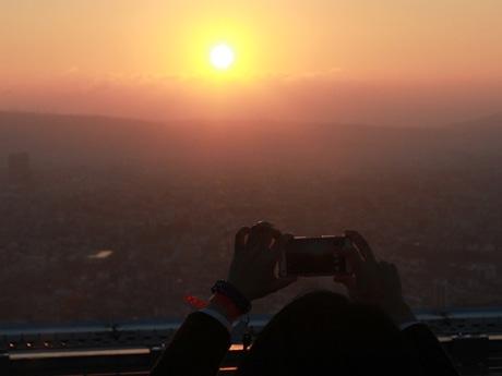 あべのハルカスのヘリポートから眺める初日の出(2016年1月1日撮影)