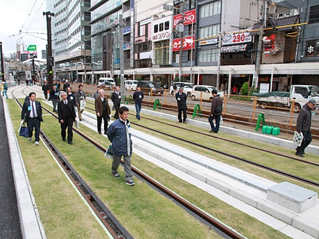 阪堺電車・上町線の芝生軌道を見学