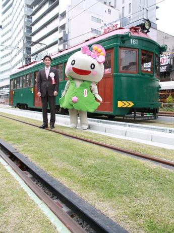 阪堺電車・上町線が関西初の芝生軌道に