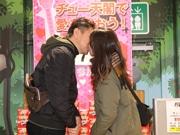 通天閣でバレンタイン企画「チュー天閣」 キスで半額