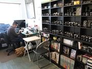 フィルムカメラ修理店「篠原カメラ」、阿倍野の昭和レトロなビルに出店