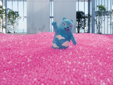 あべのハルカス、間もなく3周年 33万3333個の桜色ボールプールも