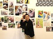 新世界で動物ものまね・江戸家小猫さんの初個展 動物写真やイラスト展示