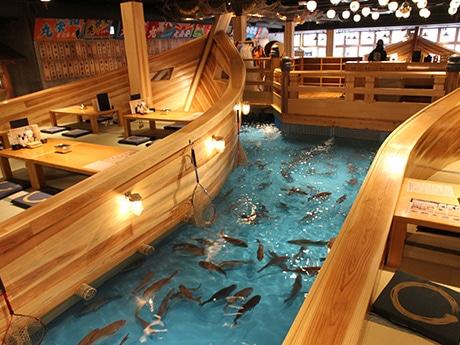 釣り船居酒屋「ジャンボ釣船 つり吉」の店内