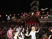 天王寺公園「てんしば」で初の盆踊り 初日から盛り上がる