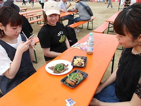 長居公園で「肉フェス」始まる