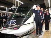 近鉄特急が70周年 大阪上本町駅で記念セレモニー、中川家礼二さんら参加