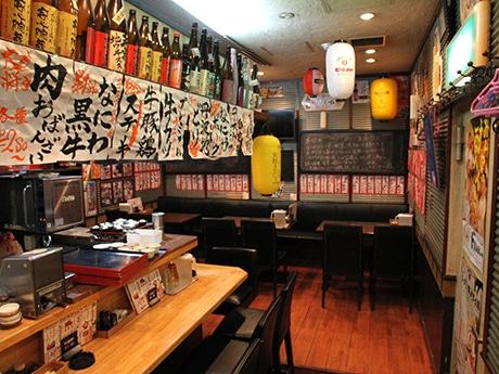 「阿倍野肉食大衆酒場 肉ばんざい」の店内