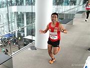 日本一高いビル「あべのハルカス」で階段駆け登るマラソン 猫ひろしさんも出場
