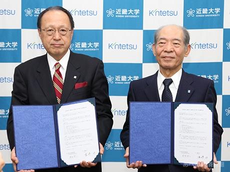 近鉄百貨店と近畿大学が包括連携協定 (左から)高松社長、塩崎学長