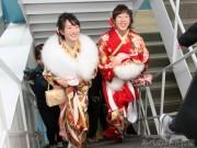日本一高いビル「あべのハルカス」で大人の階段上る 新成人が徒歩で
