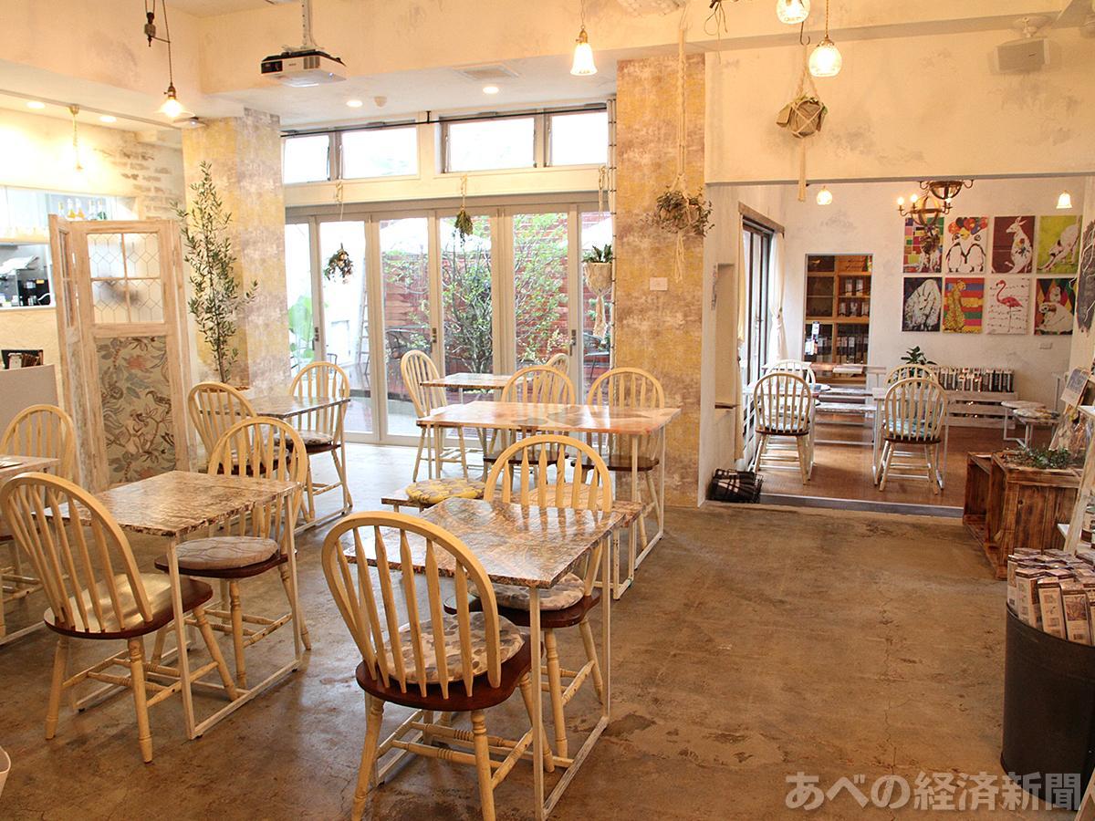 「友安製作所Cafe&Bar阿倍野」の店内