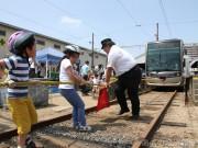 阪堺電車「路面電車まつり」にぎわう、ステージイベントや電車と綱引きなど