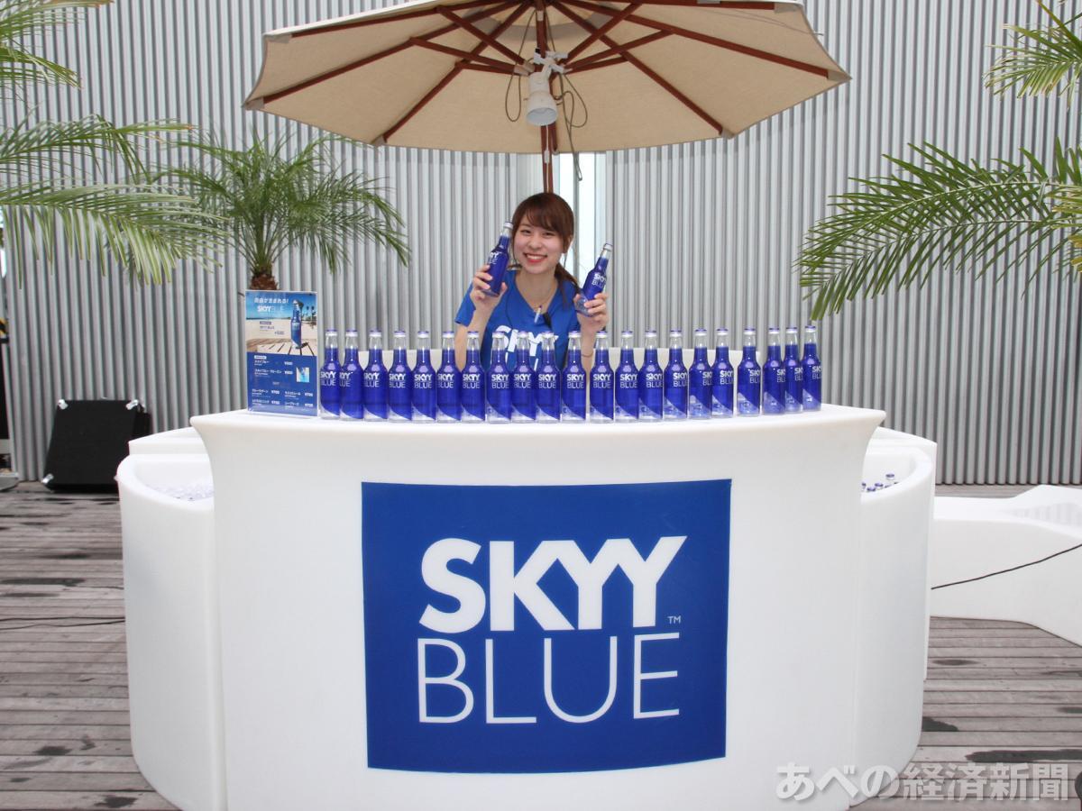 展望台に「SKYY BLUE」をイメージしたカウンター