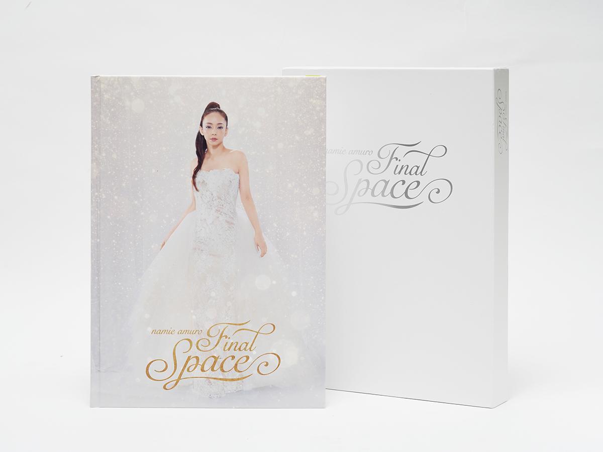 安室奈美恵さんの歴史をまとめた「アーカイブ パンフレット」