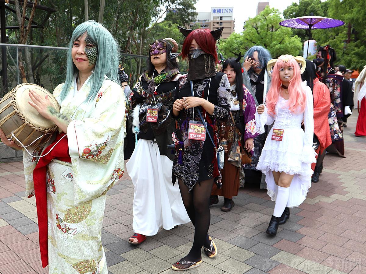 妖怪たちが動物園内を練り歩く「妖怪行列」(2日)