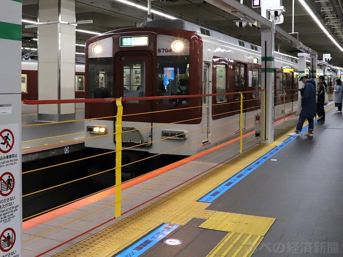 近鉄・大阪阿部野橋駅の昇降ロープ式ホームドア(12月15日午前撮影)