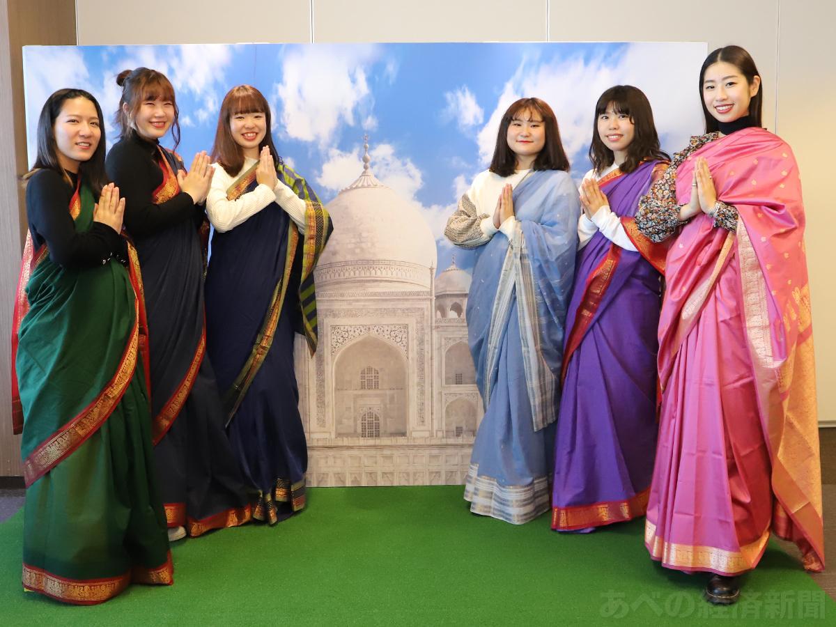 インドの民族衣装「サリー」の着付け体験はタージマハル風のフォトスポットで記念撮影も