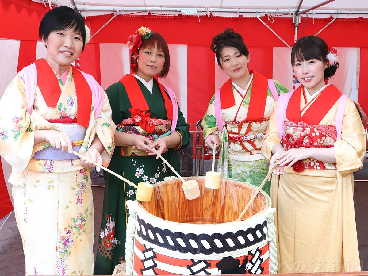 (左から)小島さちさん、むんむさん、吉野悦世さん、中村美優さん