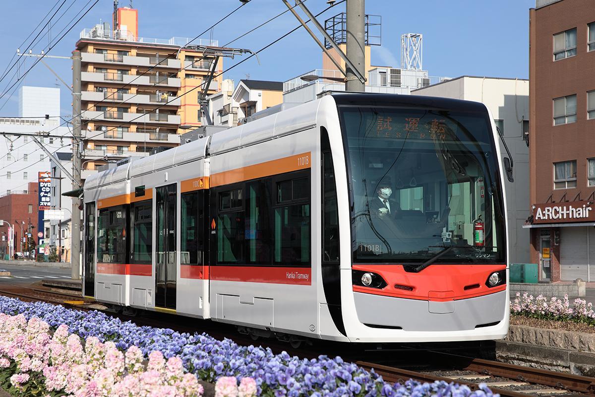 阪堺電車の新たな低床式車両「1101形車」(写真提供=阪堺電気軌道)