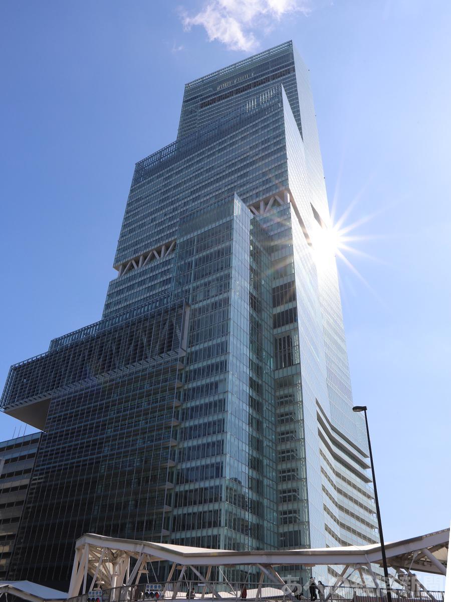 あべのハルカス近鉄本店が入る日本一高いビル「あべのハルカス」
