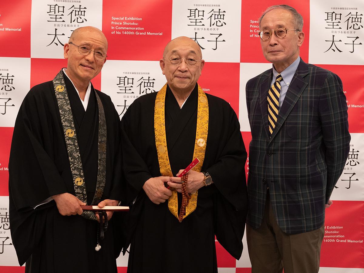 南谷勧学部長、瀧藤執事長、篠館長(提供写真)