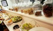 足立に漢方・薬膳カフェ「イスルク」 食事通じ女性の起業支援