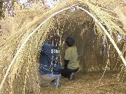 足立・都市農業公園で「秋の収穫祭」 わらの秘密基地作りも
