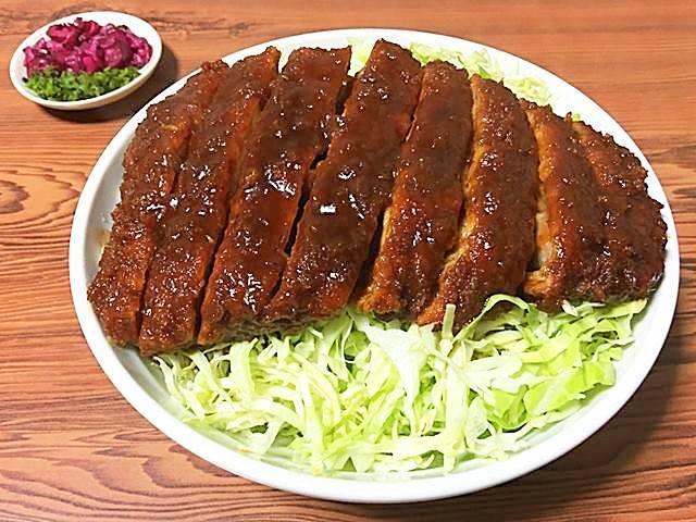 看板メニューの「特大ロースソース丼(石ちゃん丼)」