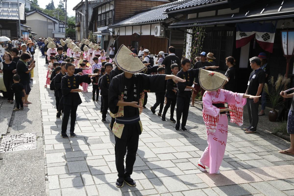 富山県から「おわら風の盆」の踊り手方々が同イベントに参加出演。