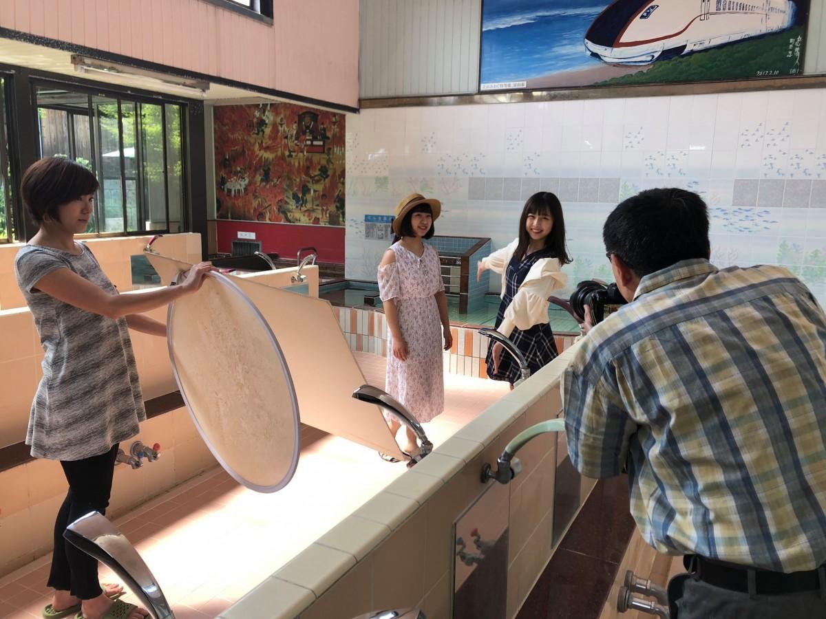 グランプリの特典は、プロカメラマンで店主でもある松本康一さんが撮影を行った