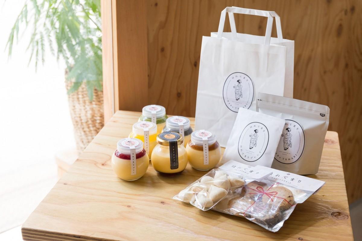 商品は5種類のプリンの他、カルツォーネ、洋菓子やコーヒーなどが販売される。