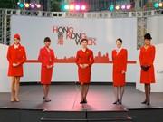 キャセイパシフィック歴代CA制服のファッションショー-日本就航50周年で