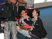 JAL女性スタッフが「ひなまつりフライト」-今年で5回目、給油・操縦も