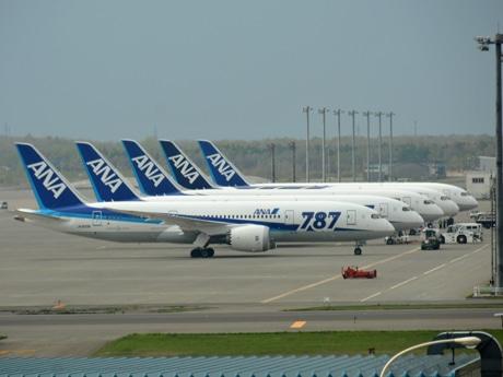 ANAのB787、新千歳空港でスタンバイ-羽田路線に臨時便運航も