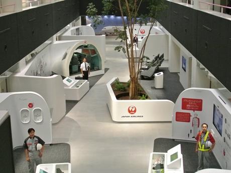 JAL、羽田空港に「スカイミュージアム」-整備工場見学施設を刷新