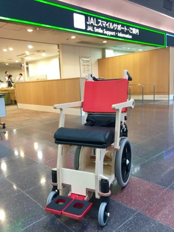 JALが非金属製車いすを全国の空港に導入 木製で保安検査通過可能に
