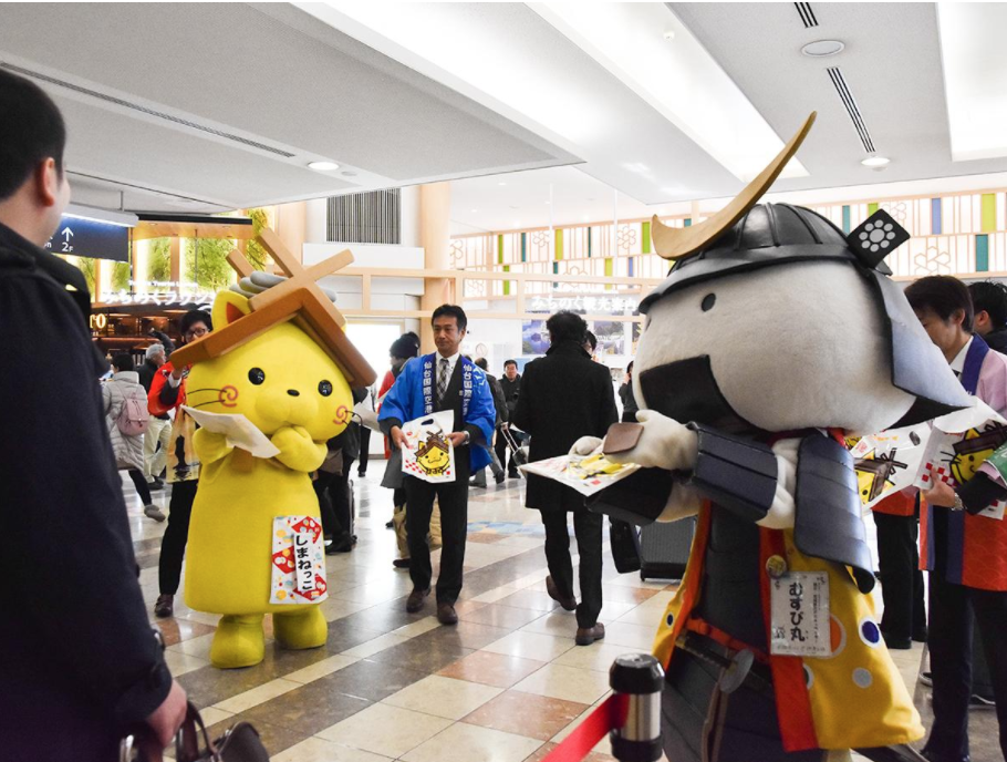 FDA、仙台-出雲線4月就航へ 仙台空港で「しまねっこ」と「むすび丸」がPR