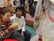 "Tourists to Japan Welcomed by ""Nodate"" Set Up by Wakayama University Students at Kansai Airport"