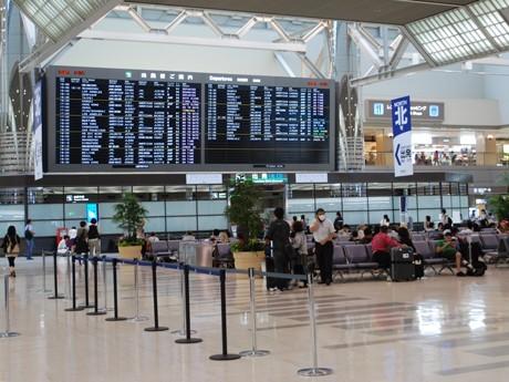 "152-Inch ""Tweet"" Message Board at Narita Airport - Messages Sent through Twitter, etc."