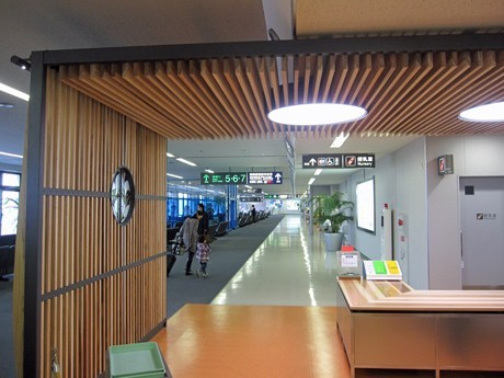 Warm and Aromatic Local Cedars at Miyazaki Airport Introduced with Remodeling of Security Checkpoint
