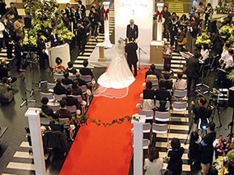 Ibaraki Couples Surviving Earthquake Apply to Win Free Wedding Ceremony at Kobe Airport